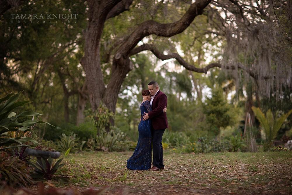 couples-photoshoot-outside-tree | Tamara Knight Photography