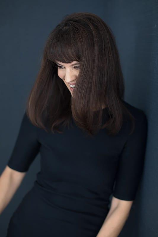 Woman-looking-away-smiling