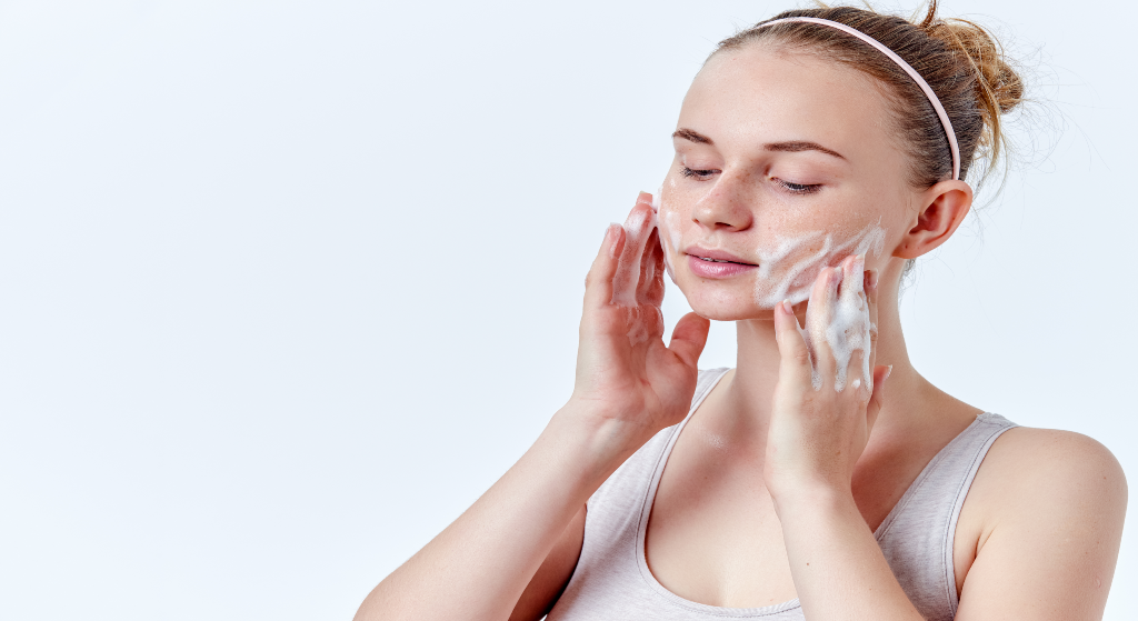 Secrets to Cleansing Your Face Properly with Cleanser Recommendations
