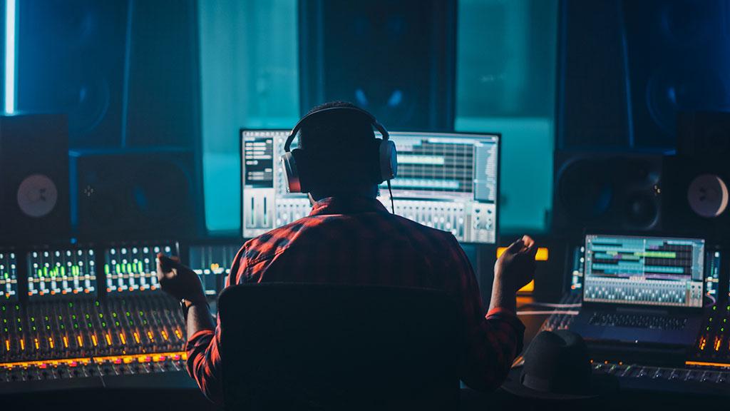 Artist, Musician, Audio Engineer, Producer in Music Record Studio