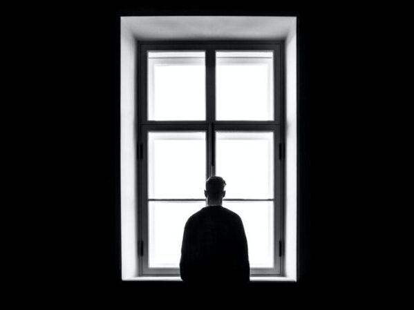 Descubren cómo la soledad modifica el funcionamiento del cerebro