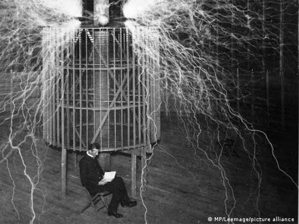 """Científicos descubren nueva utilidad de un invento """"no comprendido completamente"""" de Nikola Tesla de hace 100 años"""