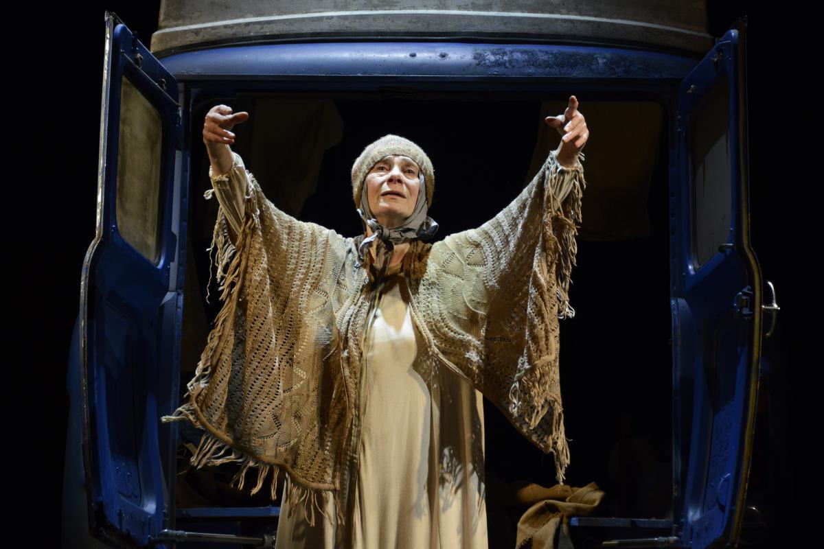 Sara-Kestelman-in-The-Lady-in-the-Van-at-Theatre-Royal-Bath-CREDIT-Nobby-Clark-7