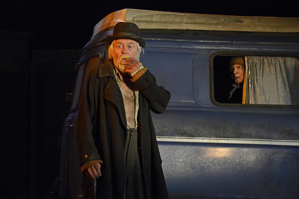 William-Gaunt-as-Underwood-and-Sara-Kestelman-in-The-Lady-in-the-Van-at-Theatre-Royal-Bath