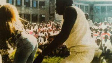 Photo of Bev seduces inmates at Chikurubi.