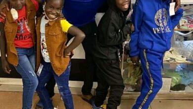 Photo of Mudiwa Hood receives praise for blessing street kids