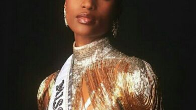 Photo of South African beauty queen wins Miss Universe pegeant.