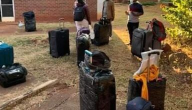 """Photo of """"Nick Mangwana lied"""" Residents returning from the UK hit back at minister"""
