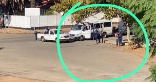 Photo of Police officers receiving bribes from defectors of the lockdown
