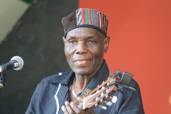 FlashBack: Tuku Live Performance (Long back in his late 20s )