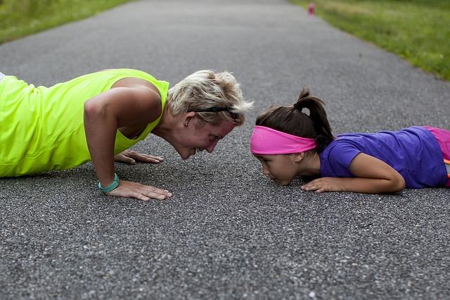 Photo - Mom and child pushups