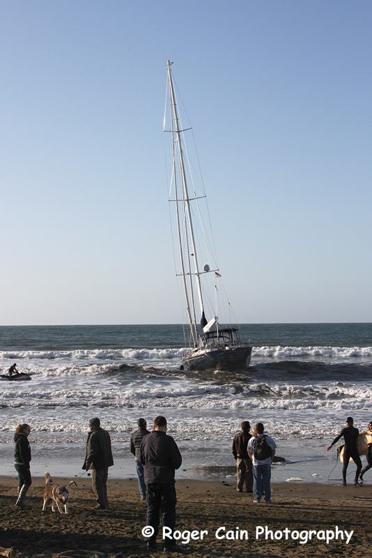 The grounded boat attracted large groups of spectators to the shores.