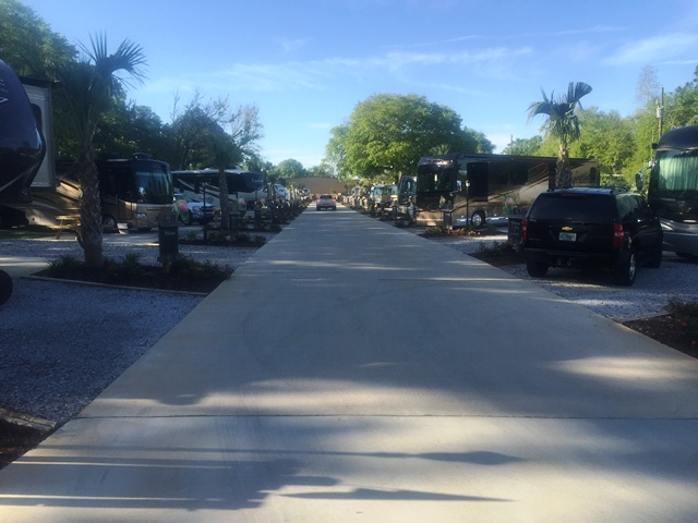 All About Relaxing RV Park -Driveway