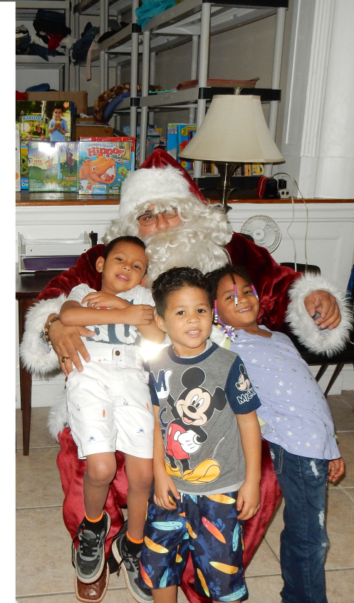 1 Even smaller santa with kids