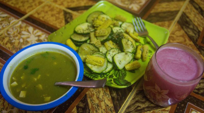 Breakfast: Green peas soup, Zucchini-baby corn salad, Pomegranate lemonade
