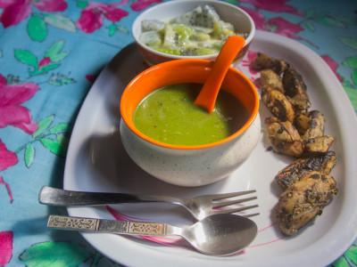 Breakfast: Spinach-lentil soup,Smoked brinjal,Kiwi-dragon fruit custard
