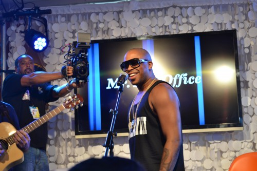 Raheem DeVaughn performs inside BET's Centric lounge followed by a Q&A with audience members.