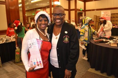 Rosalind Moore and Birdi Chapman of Alpha Kappa Alpha, Inc. Theta Alpha Omega, were on hand to lend a hand.