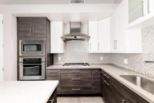 Kitchen with Gas & Quartz Countertops