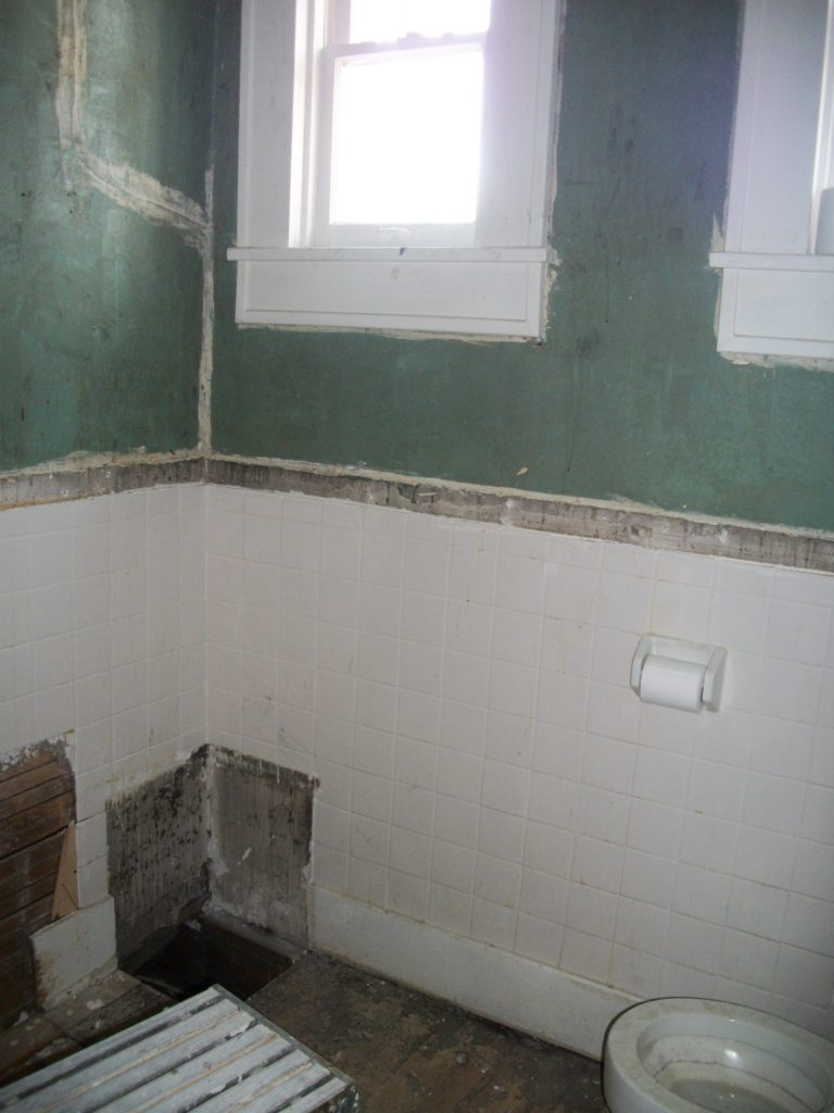 BEFORE: small bathroom
