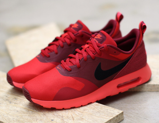 Photo of Air Max Tavas Sneakers Red