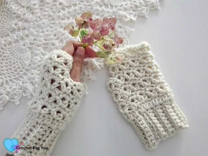Victoria's Winter Fingerless Gloves - free crochet pattern