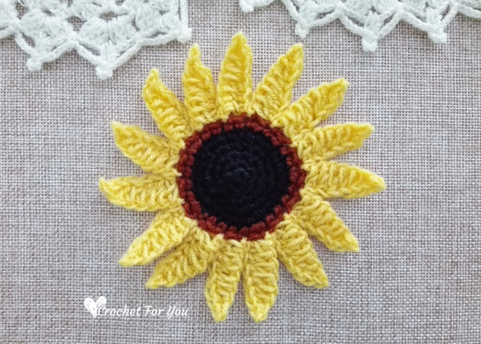 Fun Summer Sunflower Coasters (Free Crochet Pattern) - Hooked On ... | 500x700