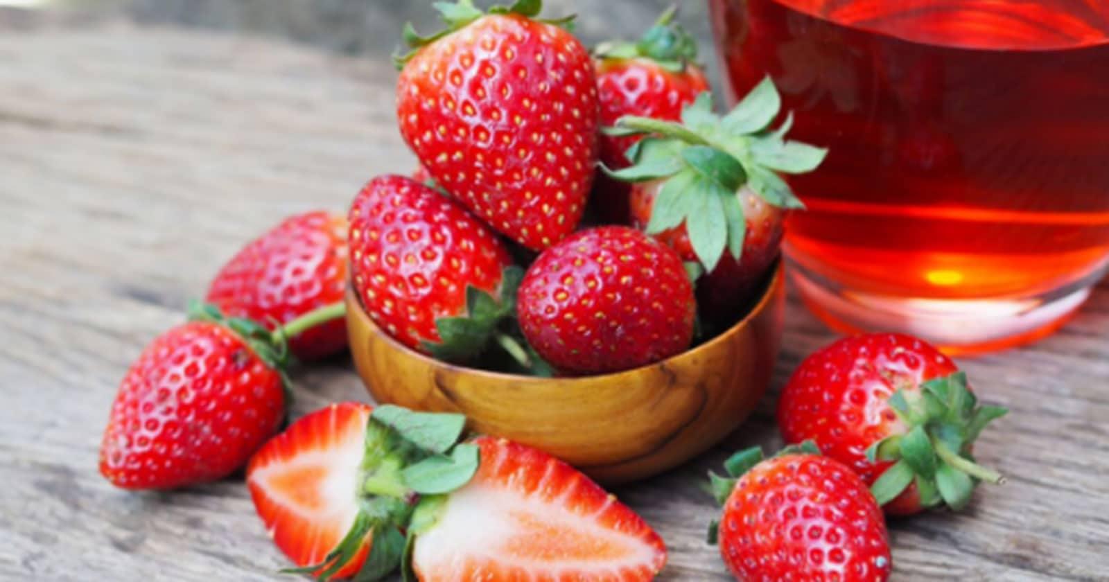 Strawberry-Shrub