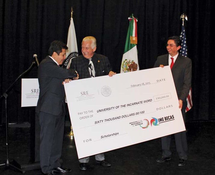 Mexican consulate presents $60,000 check to UIW for student scholarships