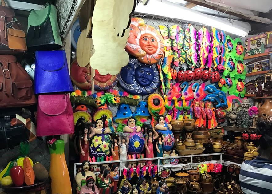 Mercado Roberto Huembés venta de artesanías y más