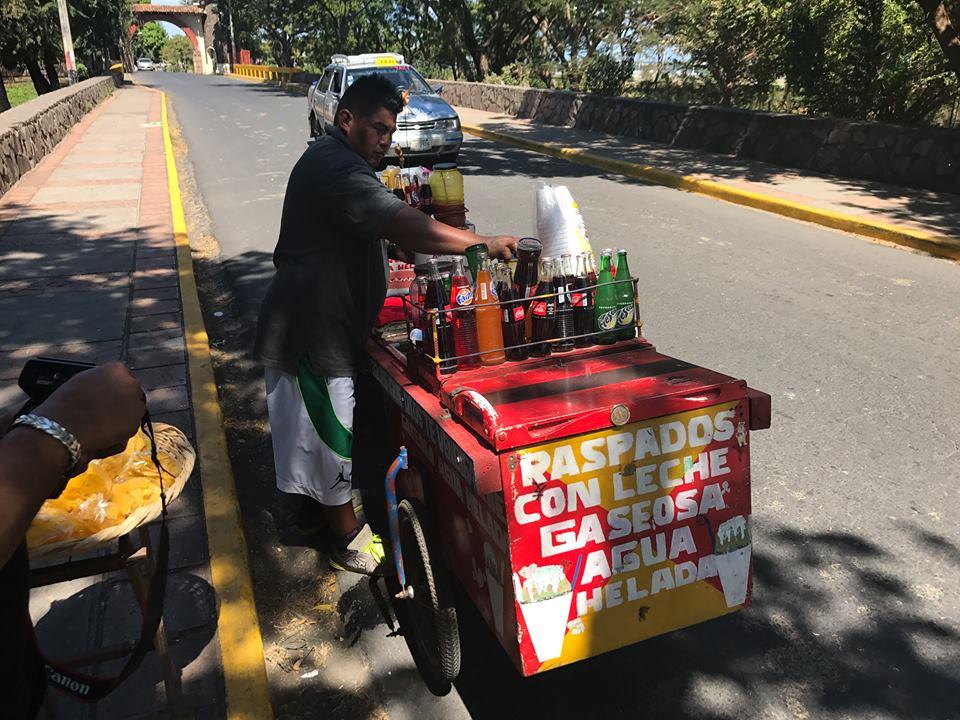 El negocio de vender raspados en Nicaragua