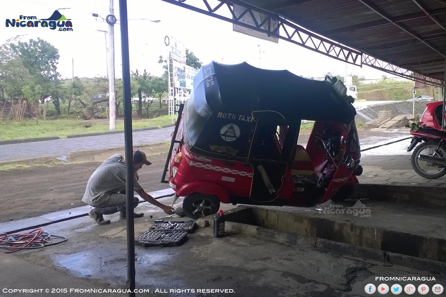 Las Caponeras en Nicaragua en medio de trabajo y transporte de bajo costo