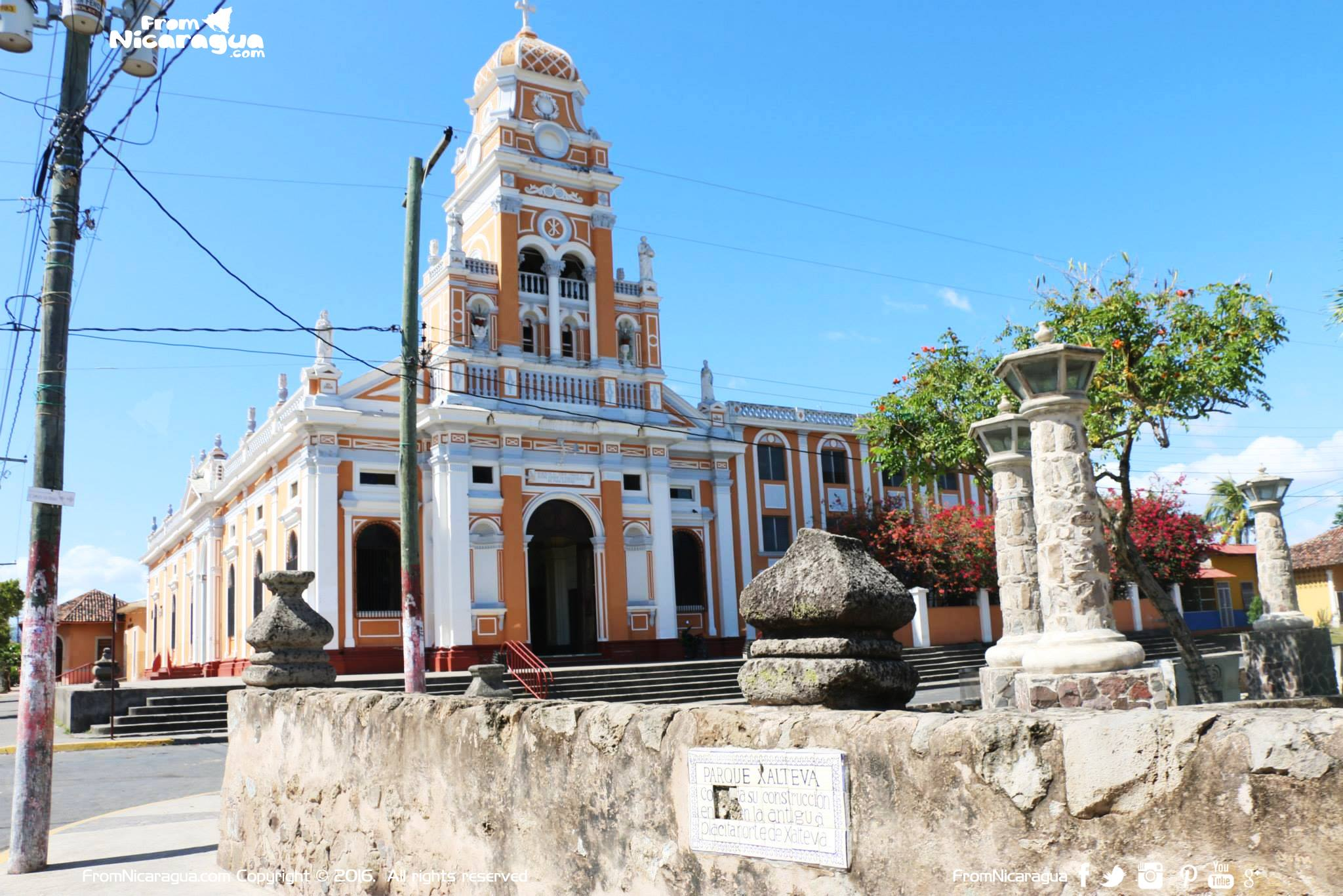 ¿Qué ofrece Granada a los turistas que le visitan?