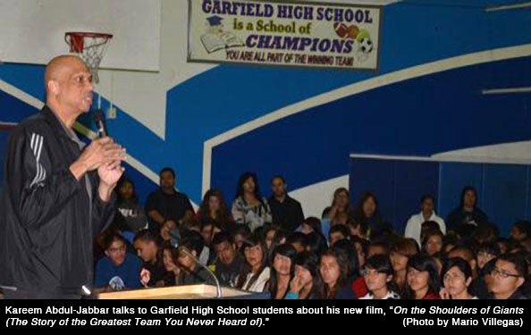 Kareem Visits Garfield High School