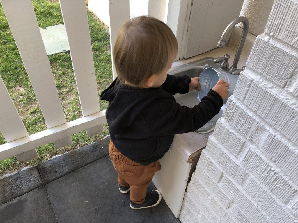 Toddler washing bucket independently