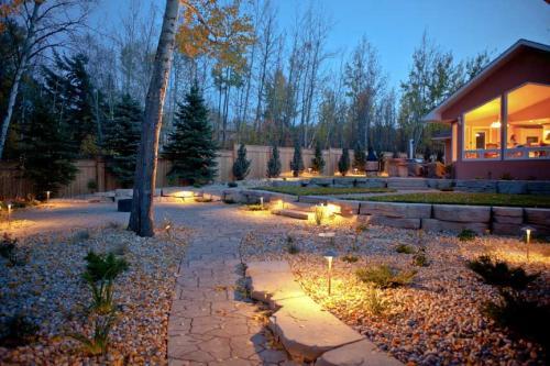 Edmonton_Landscaping_Fence_Patios_Rock_Gardens_4