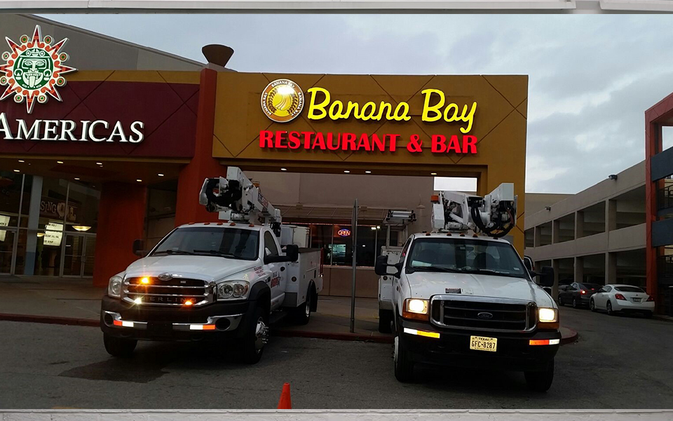 wall-signs-banana-bar-01