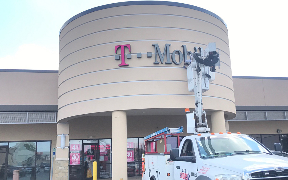 wall-signs-t-mobile-01