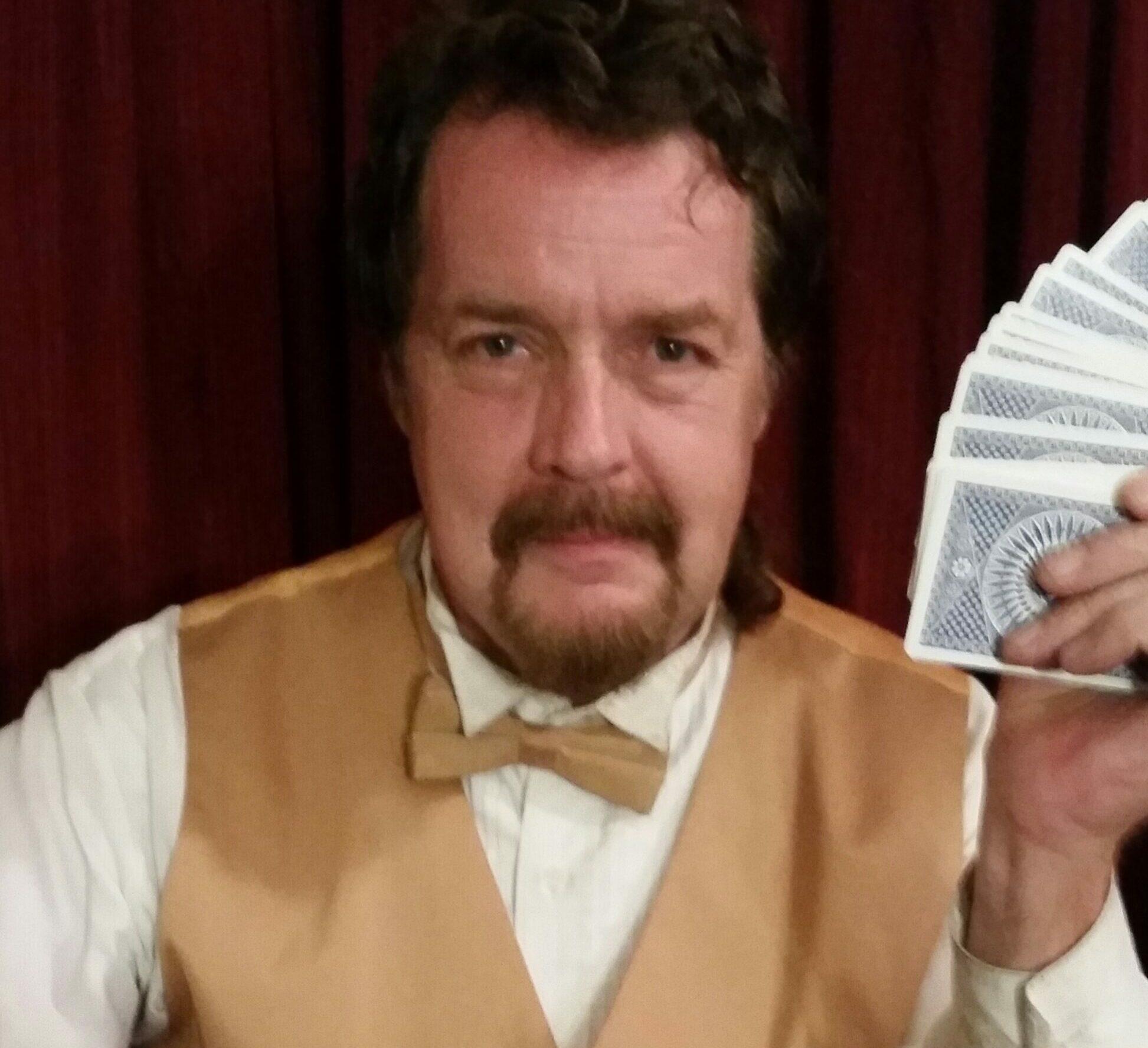 Magicians Chicago.com Singing Telegrams/ Costumed Mascot Characters/Hire Magic Show/ Hire Magicians/ Clowns/ Face Painters/ Balloon Artists