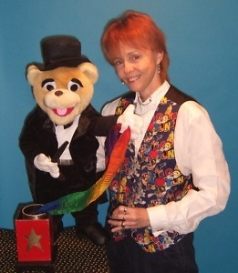 Magician Puppeteer In Cook County, IL. DuPage County, IL. Magician, Clown with TWO PUPPETS - 90 mins SAME DAY