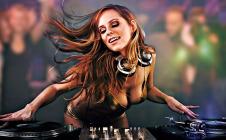 DJ Juicy M Live at Wall Miami