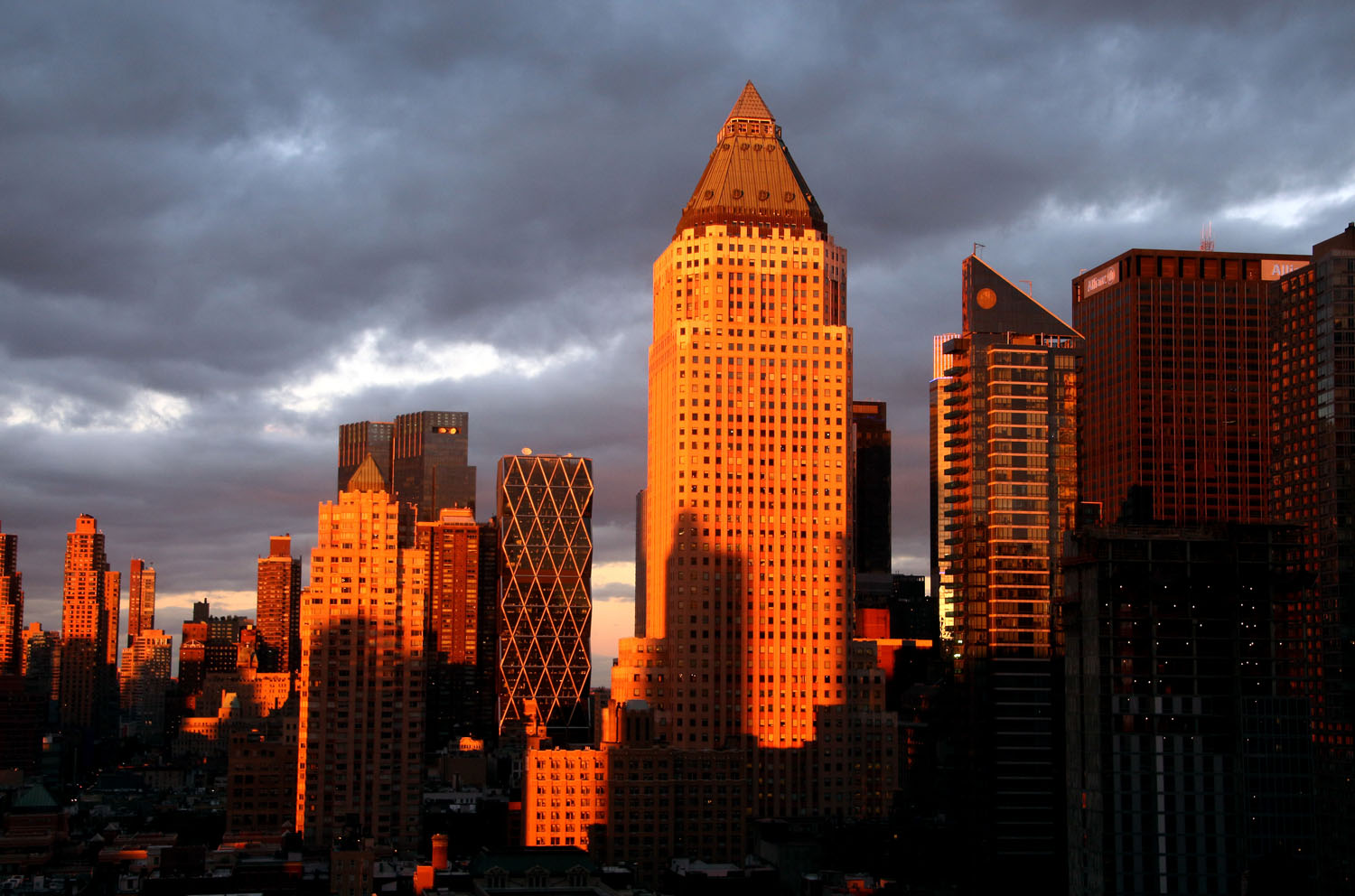 Pencil-Building-NYC-sunset