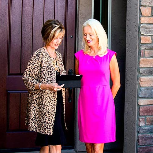Professional organizer partnering with another business owner.