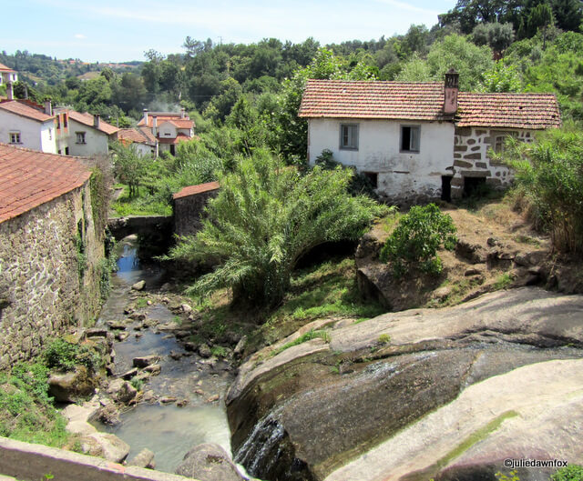 The stream disappears off into the distance, Santa Comba Dão