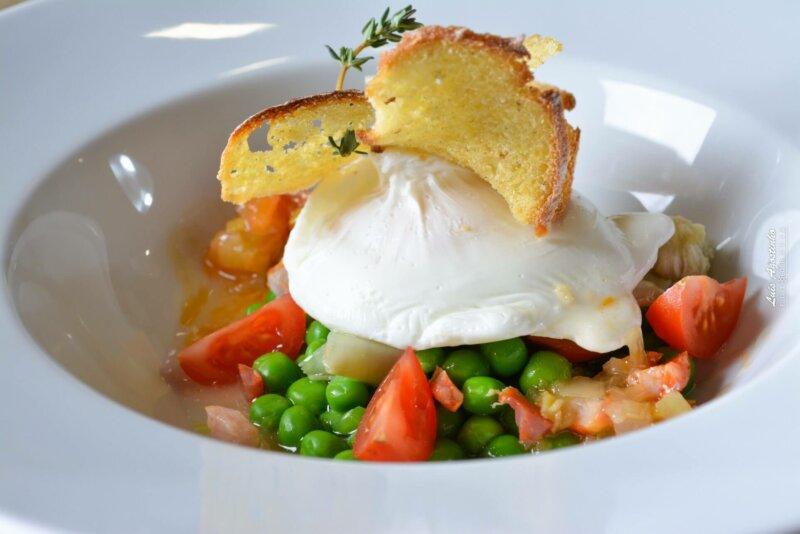 Poached egg, peas and chouriço. Sete Restaurante, Coimbra
