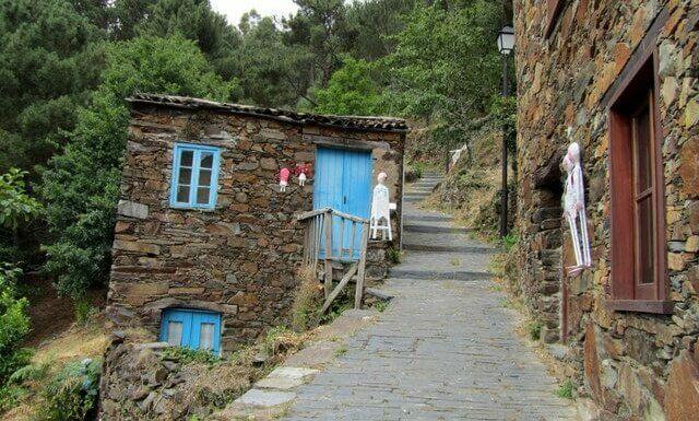 Wonky schist cottages, Cerdeira