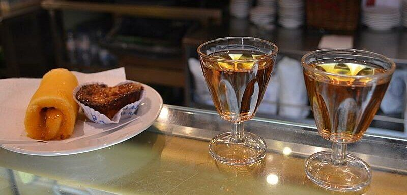 Moscatel de Setúbal and Azeitão cakes. What to see and do in Azeitao