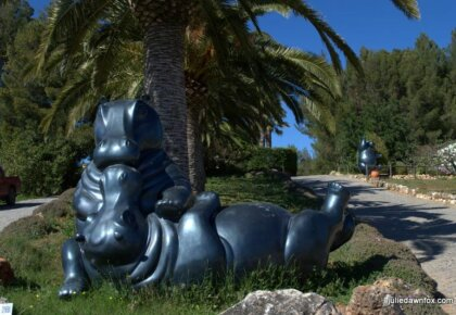 Kissing Hippos, Sculpture by Karl Heinz Stock at Quinta dos Vales, Estômbar, Algarve, Portugal