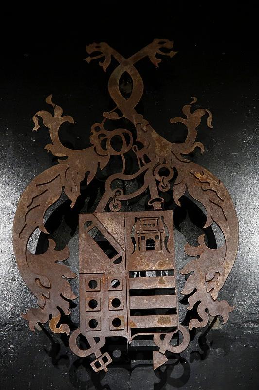 Almeida family coat of arms, Quinta do Crasto