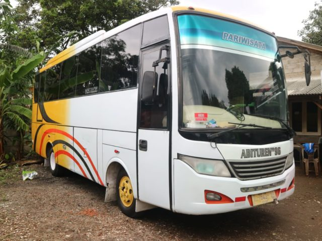 Medium Bus Pariwisata Abituren